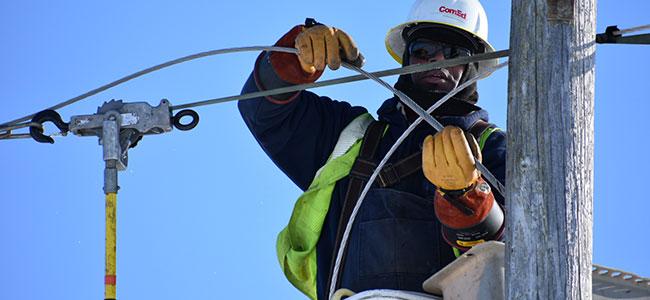 Nuestras cuadrillas trabajan arduamente para restituir la energía eléctrica durante los cortes programados de la manera más rápida y segura posible