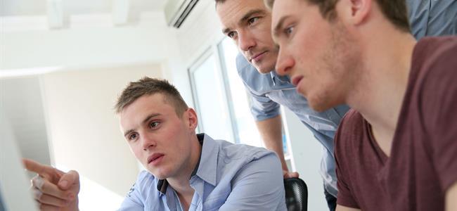 tres estudiantes universitarios